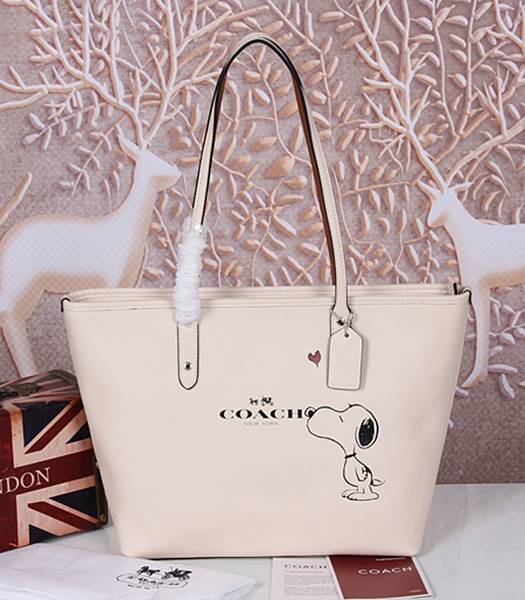 Coach Peanuts Snoopy 37273 White Leather Zip Tote Bag