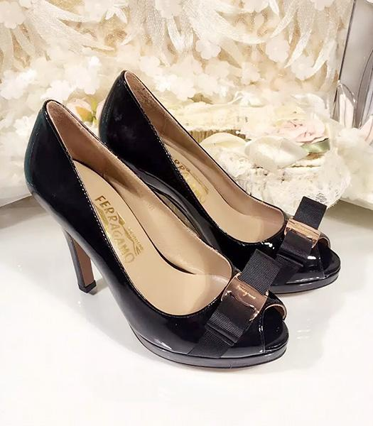 Ferragamo Black Patent Leather Fish Head 10.5cm Pumps