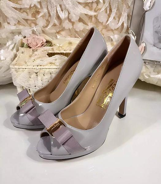 Ferragamo Grey Patent Leather Fish Head 10.5cm Pumps
